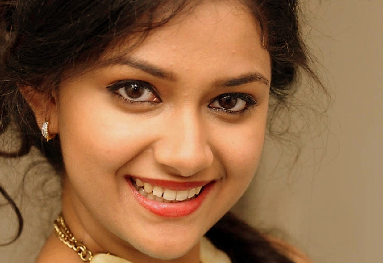 Keerthi suresh hd wallpaper