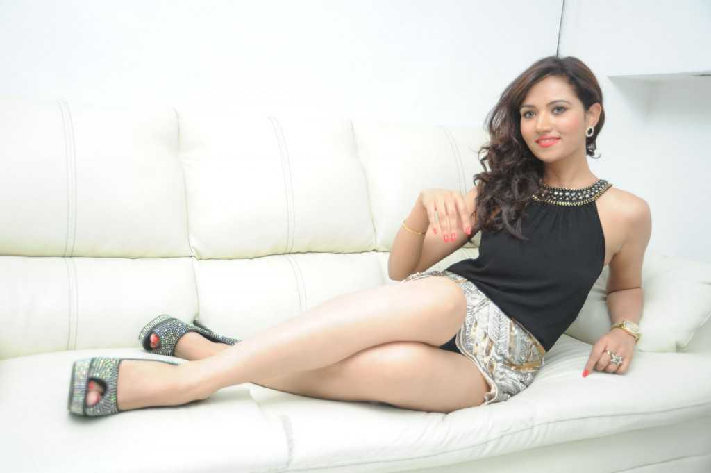 South-Indian-Actress-Preeti-Rana-Hot-Thigh-Show-Photos-10