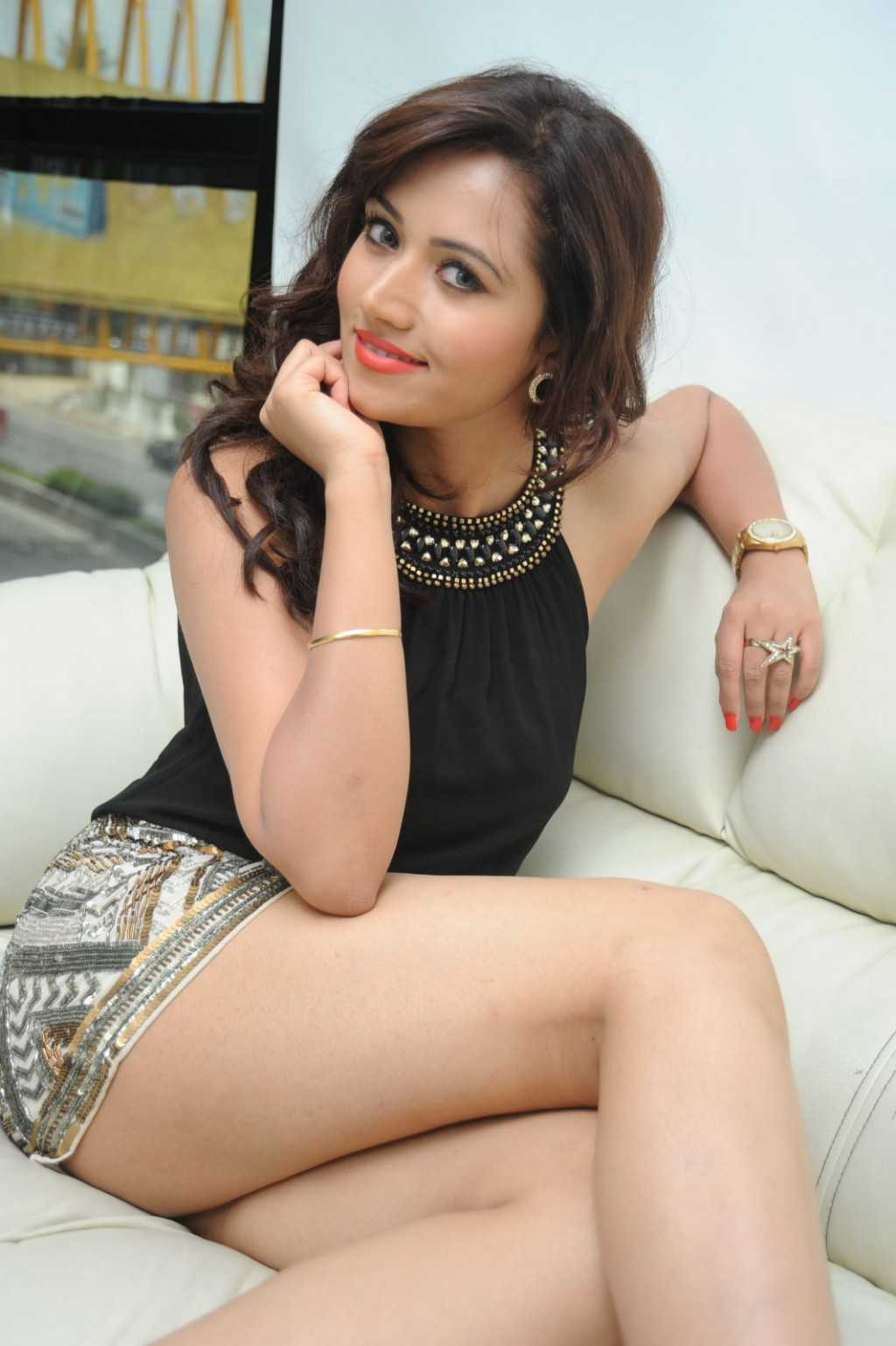 South-Indian-Actress-Preeti-Rana-Hot-Thigh-Show-Photos-6