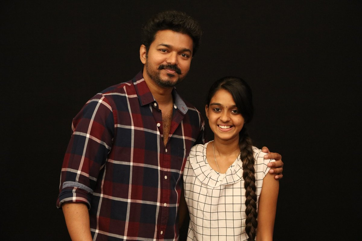 vijay latest pic with fan