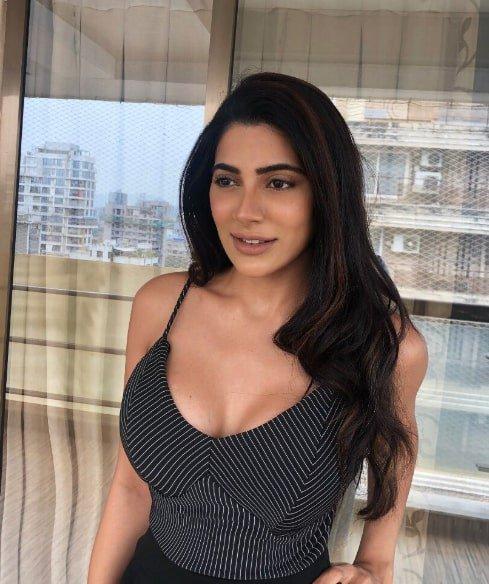 Nikki-Tamboli-(17)
