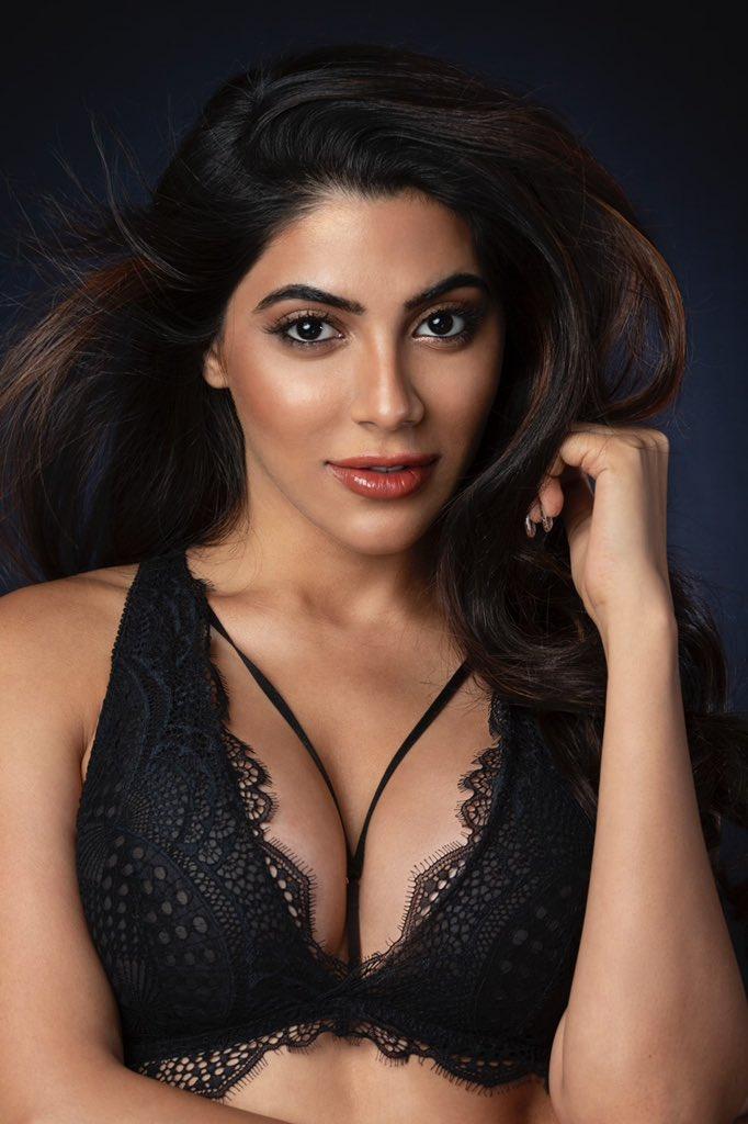 Nikki-Tamboli-(31)