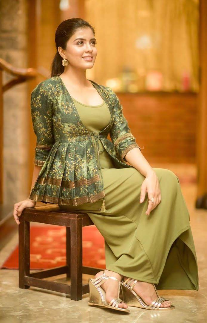 Amritha Aiyer HD Images ~ Live Cinema News