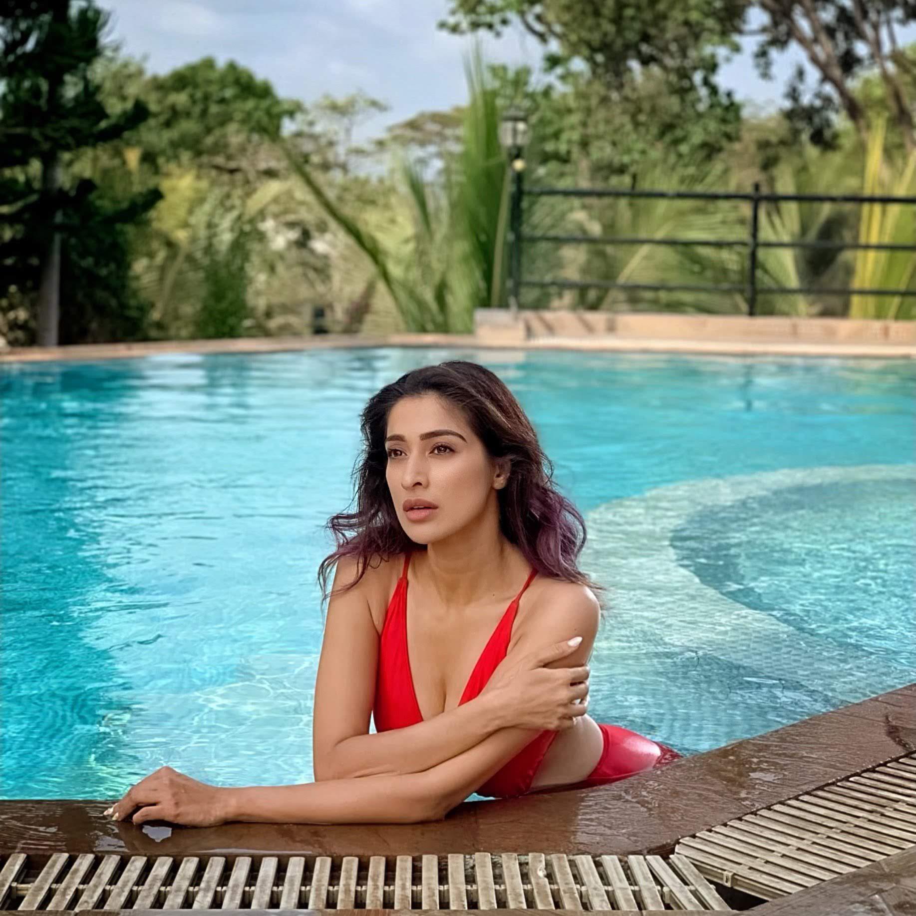 Rai-lakshmi-latest-images-32542