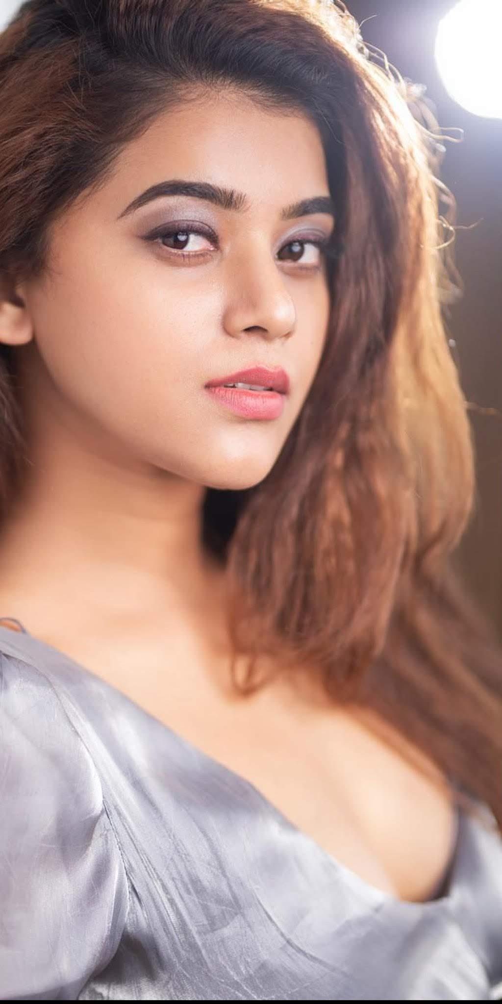 Yamini-Bhaskar-image-234600