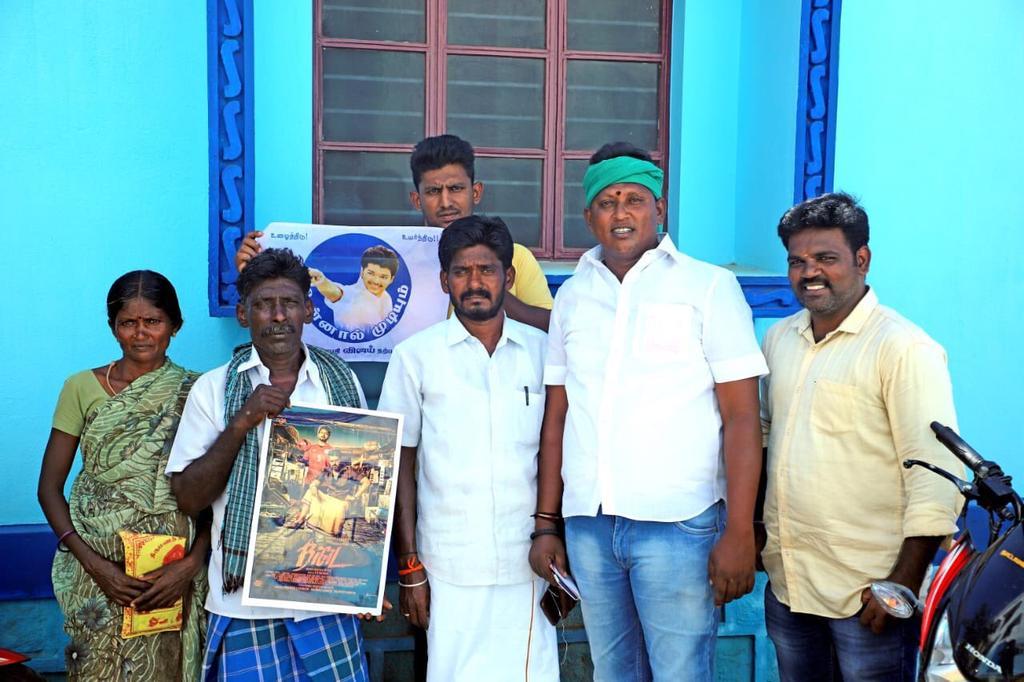 vijay-fans-help-vilage-000