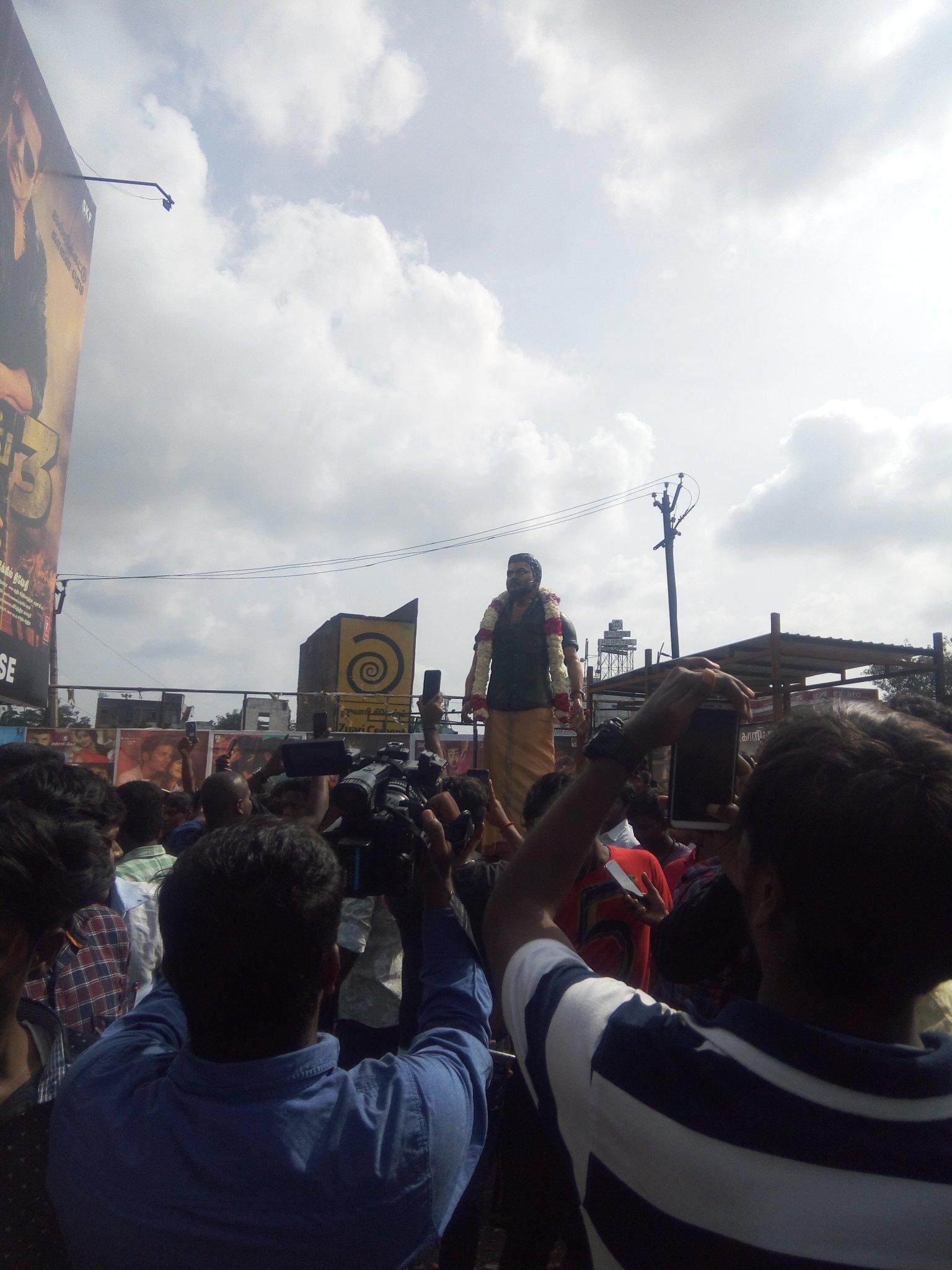 vijay-statue-1