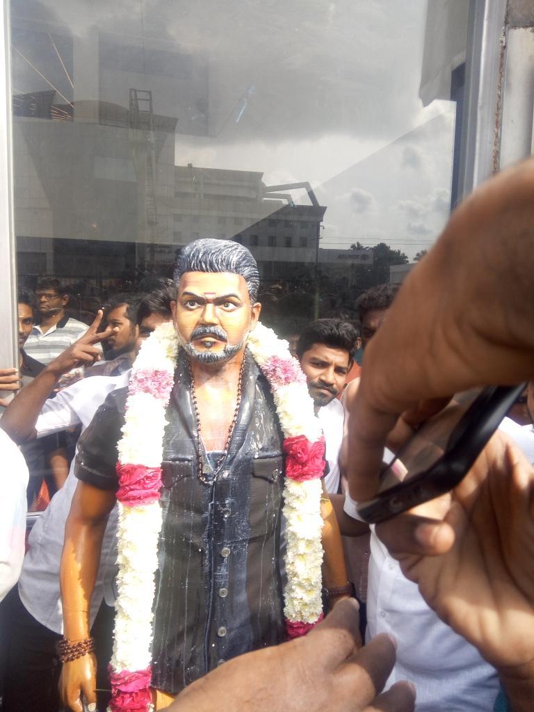 vijay-statue-2