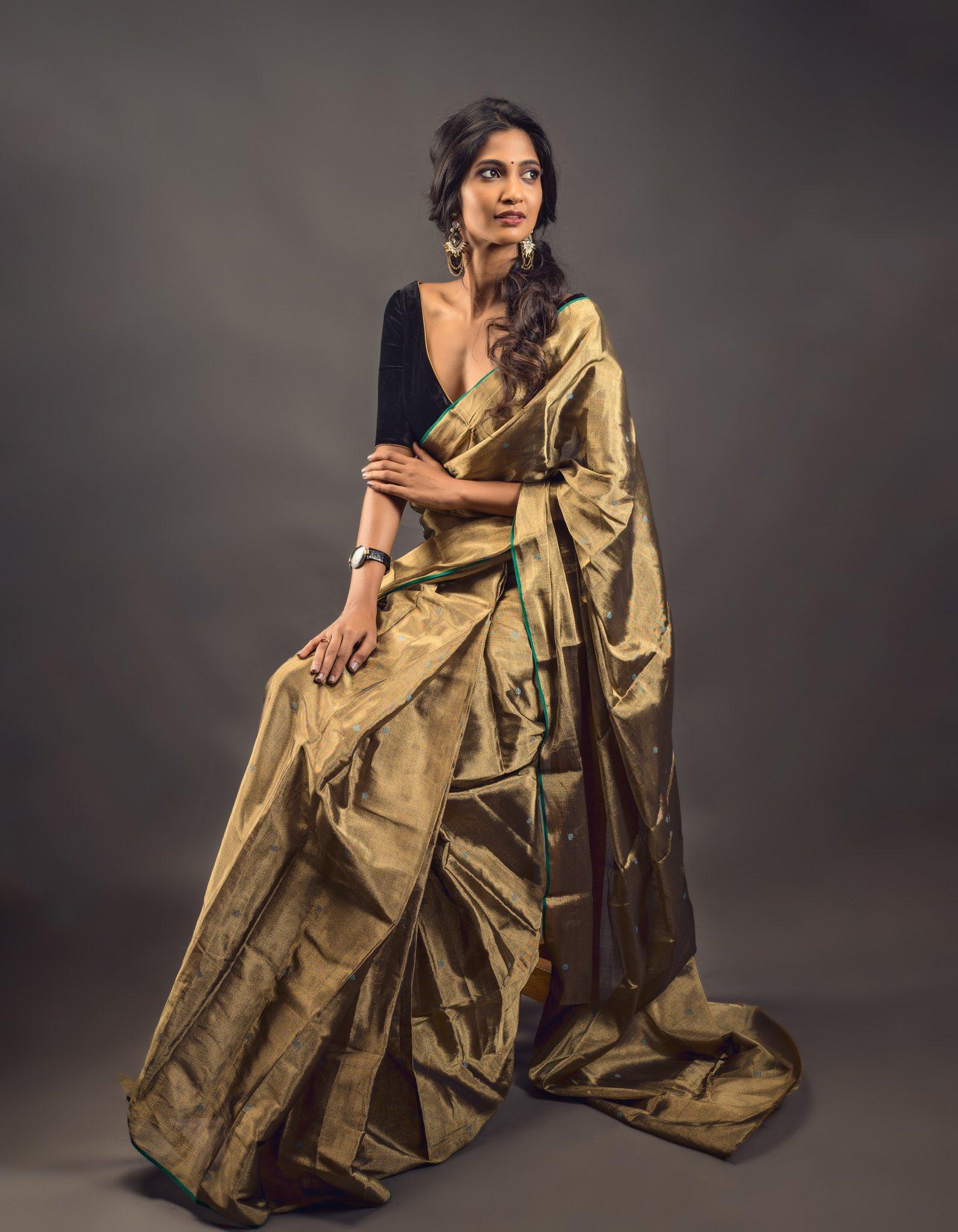 Keerthi-Pandian-cute-saree-photo-00