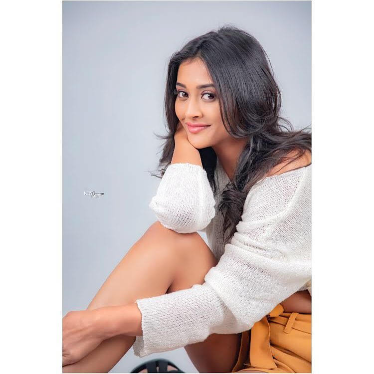 Pooja-Jhaveri-611604