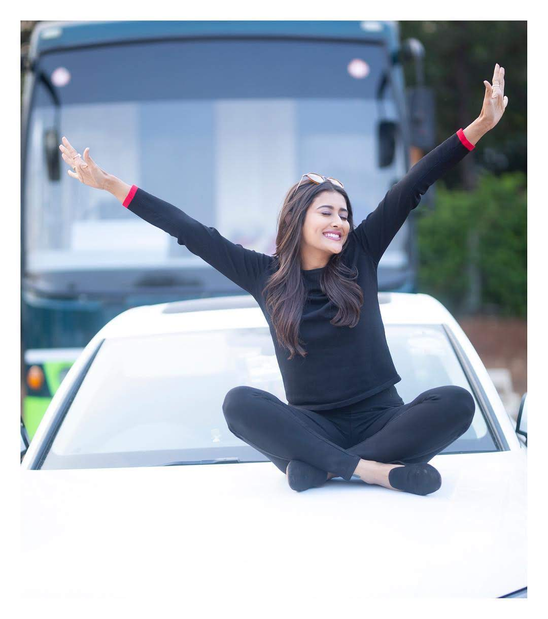 Pooja-Jhaveri-611609