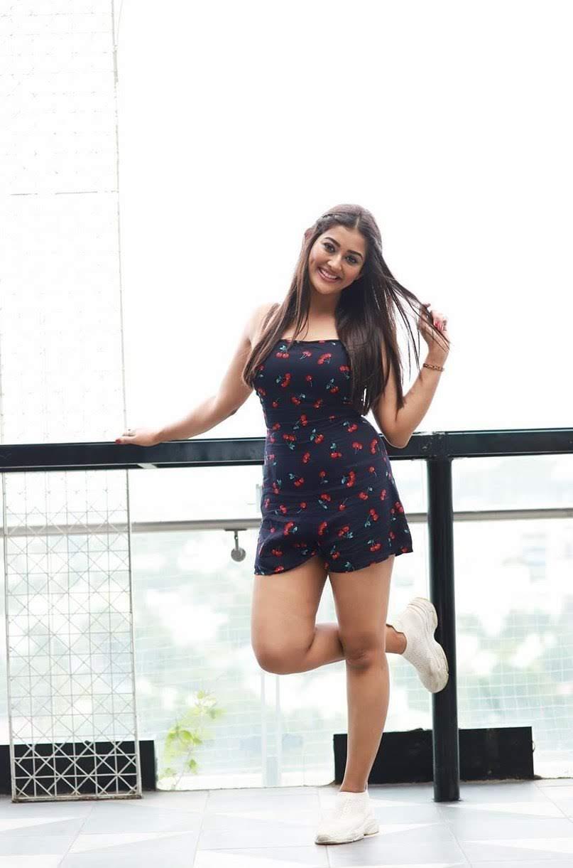 Pooja-Jhaveri-611614