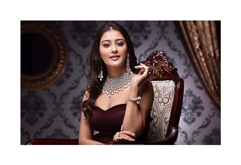 Pooja-Jhaveri-611623
