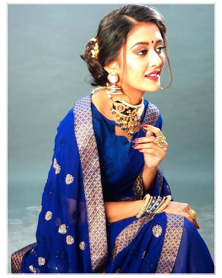 Pooja-Jhaveri-611660