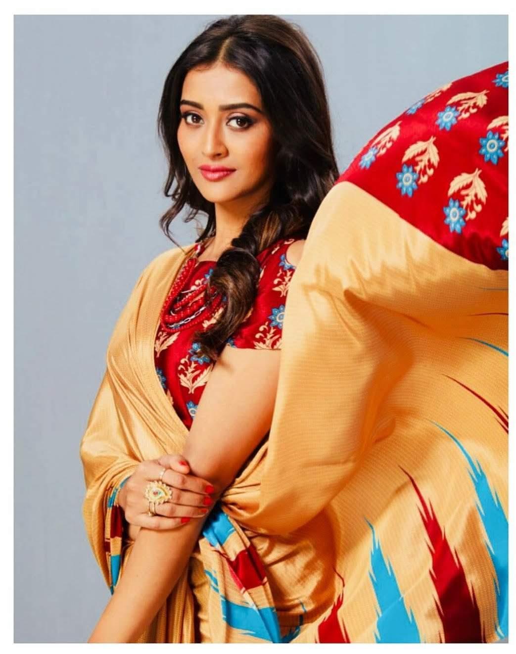 Pooja-Jhaveri-611710