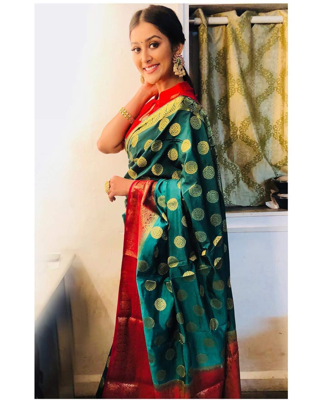 Pooja-Jhaveri-611720