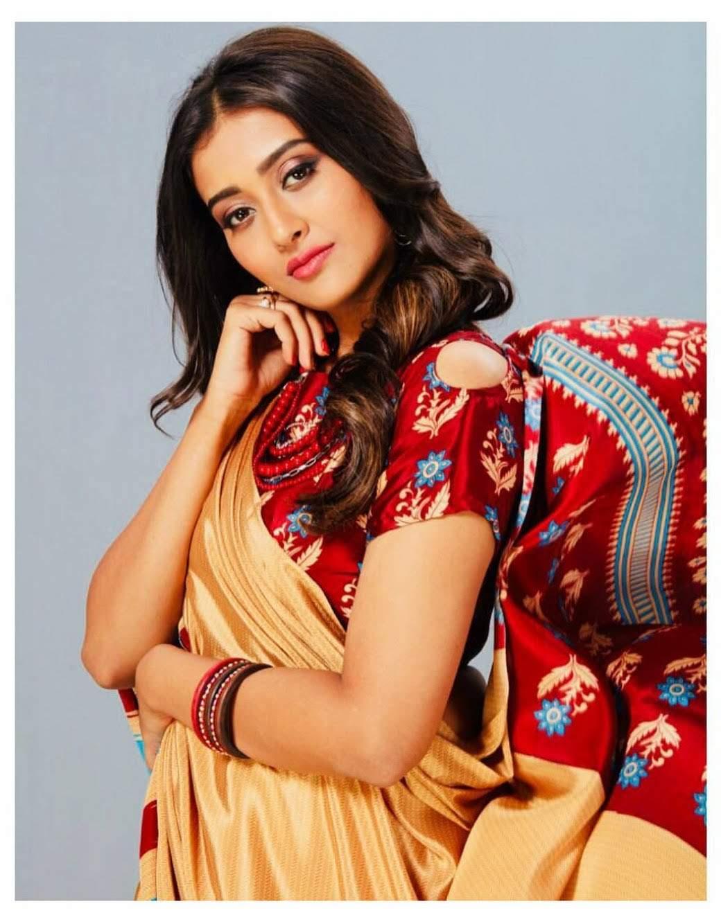 Pooja-Jhaveri-611721