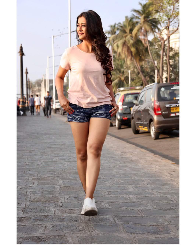 Pooja-Jhaveri-611724