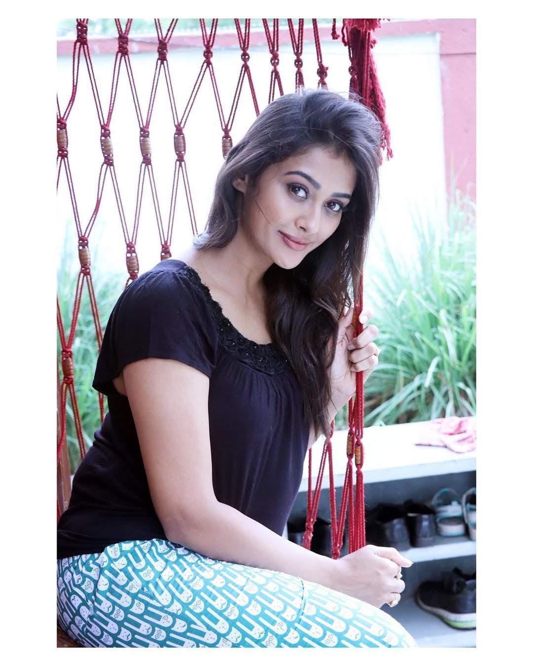 Pooja-Jhaveri-611736