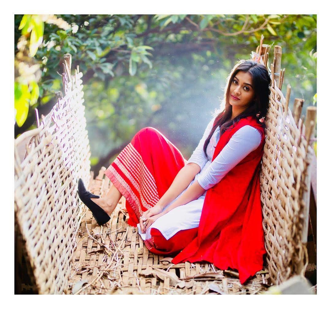 Pooja-Jhaveri-611740