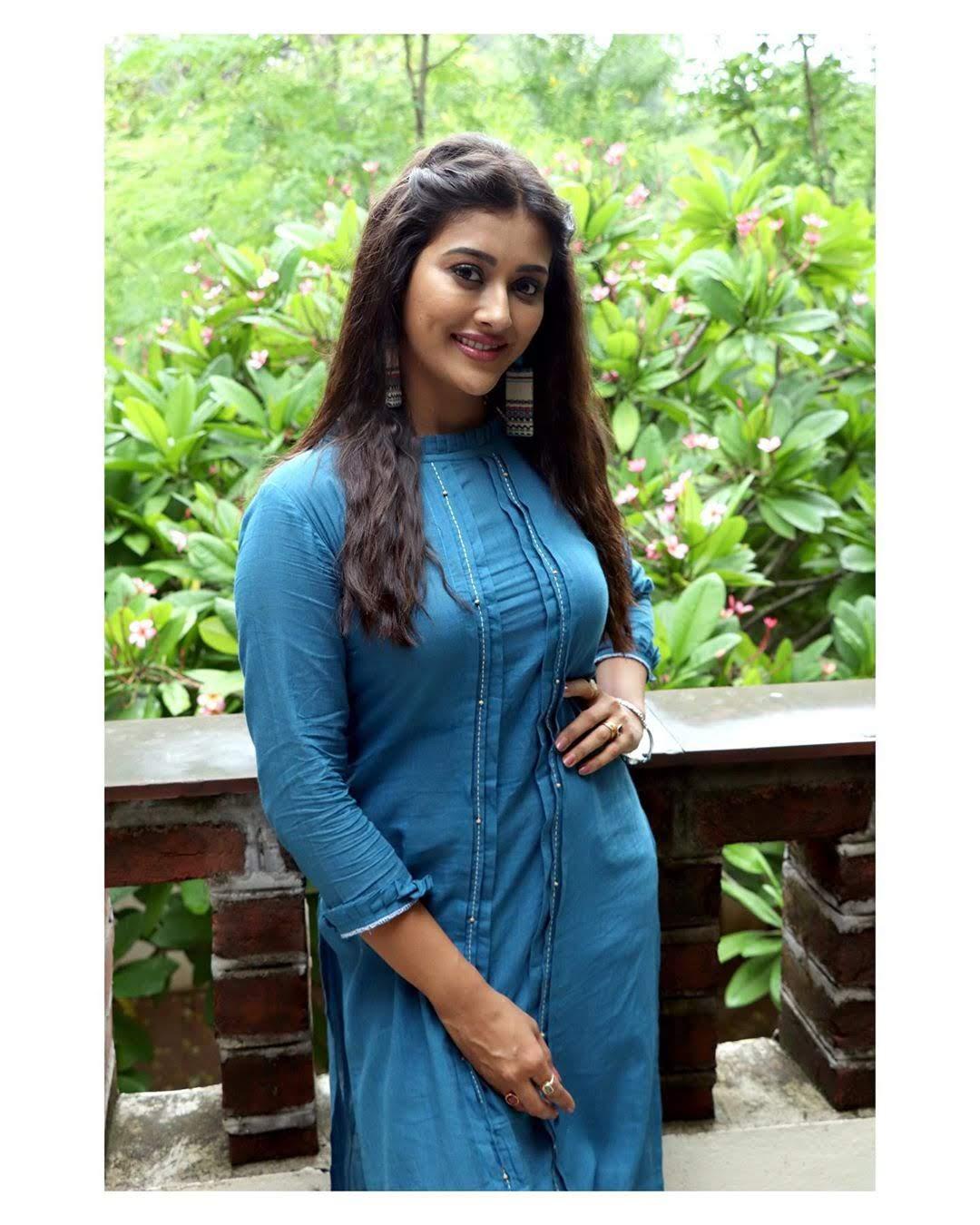 Pooja-Jhaveri-611741