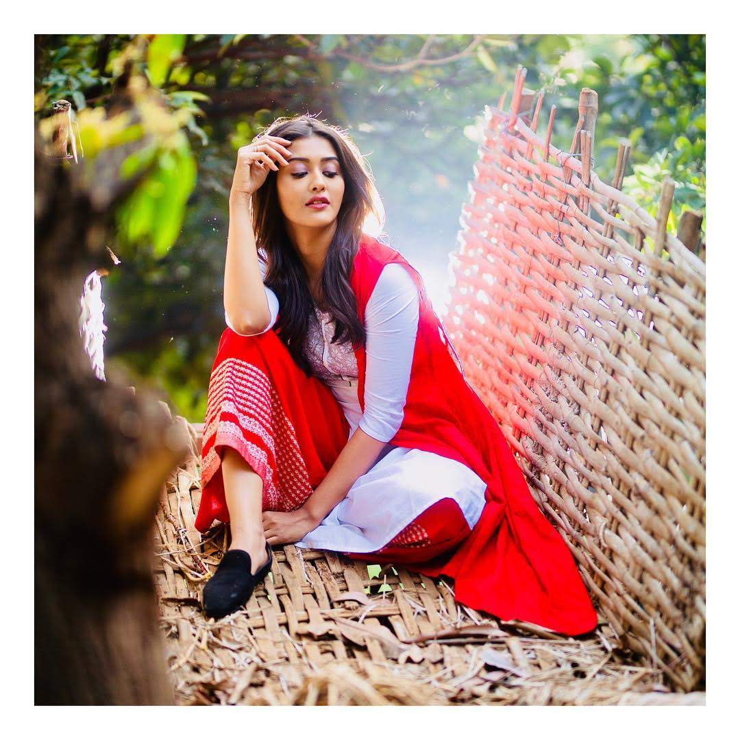 Pooja-Jhaveri-611746