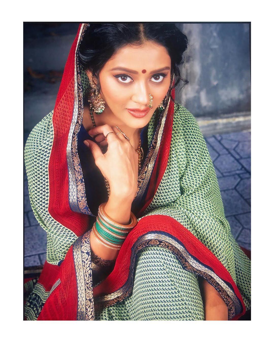 Pooja-Jhaveri-611799