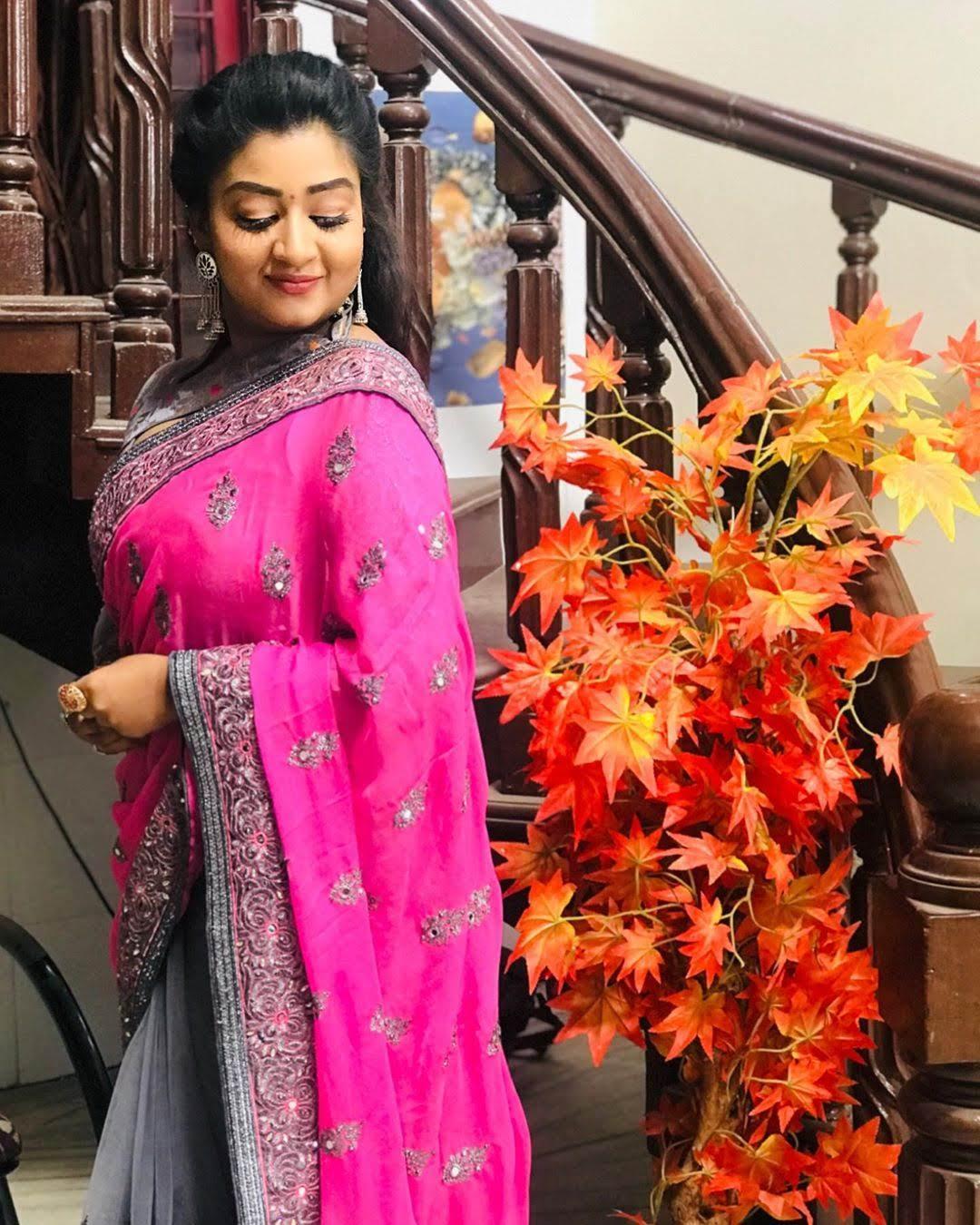 vijay-tv-rhema-ashok-240