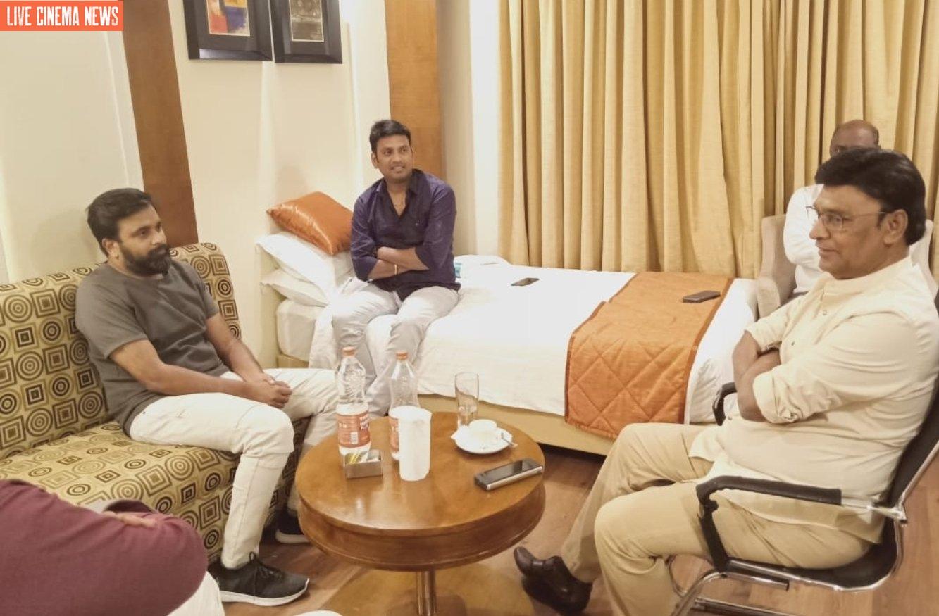 இயக்குனர் மற்றும் நடிகர் பாக்யராஜ் உடன் நடிகர் சசிகுமார்