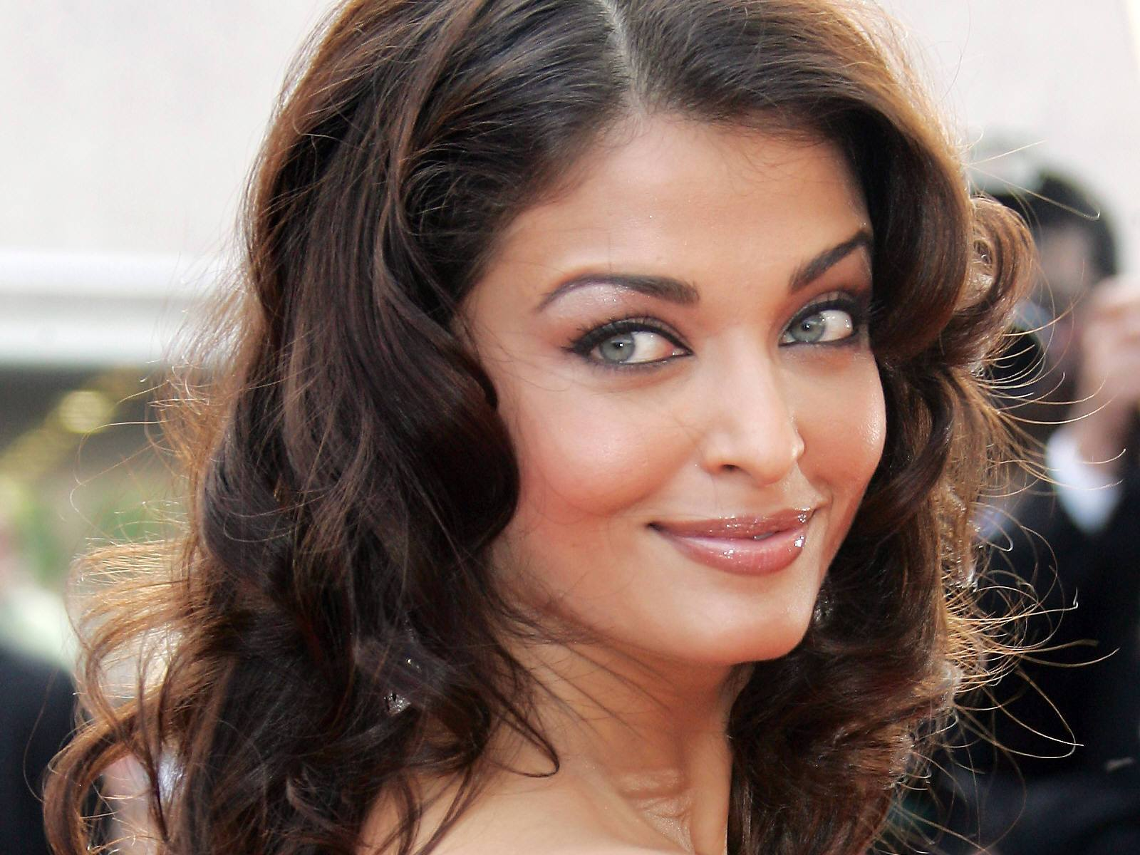 aishwarya_rai-wallpaper_2147483650