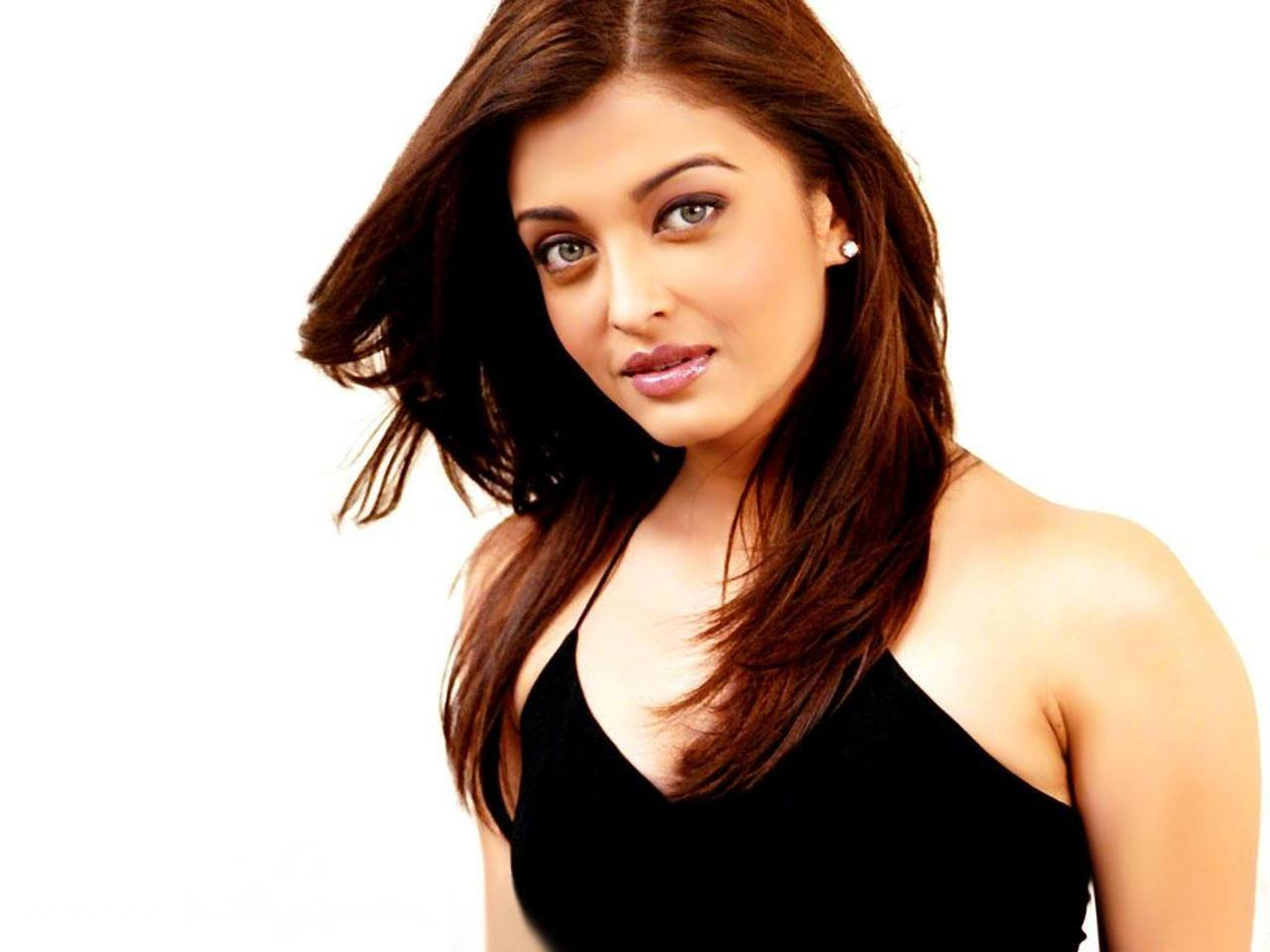 aishwarya_rai-wallpaper_2147483657