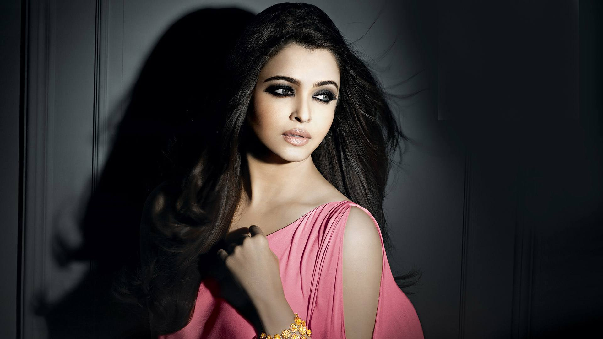 aishwarya_rai-wallpaper_2147483660
