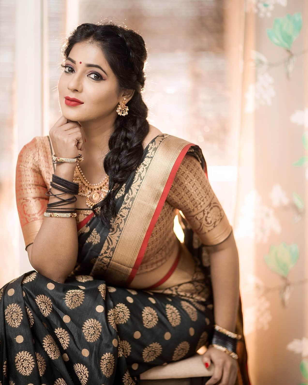 Reshma-Pasupuleti-latest-saree-photo-17