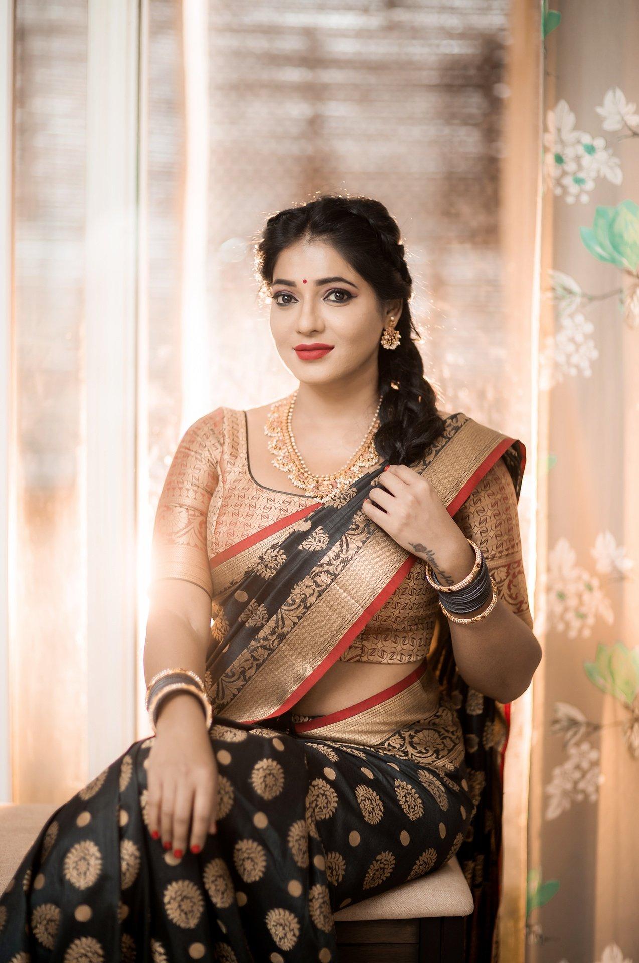 Reshma-Pasupuleti-latest-saree-photo-18