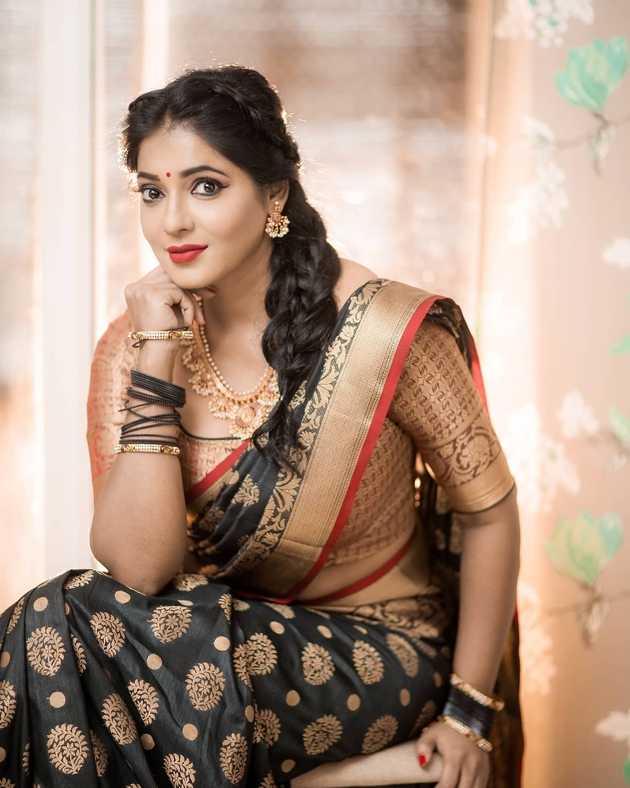 Reshma-Pasupuleti-latest-saree-photo-19