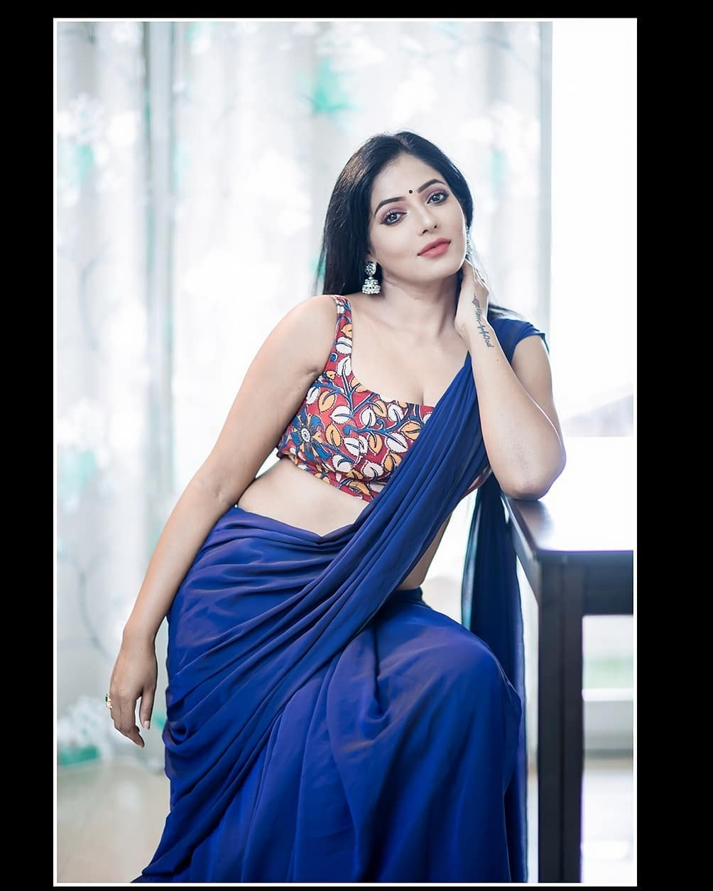 Reshma-Pasupuleti-latest-saree-photo-2