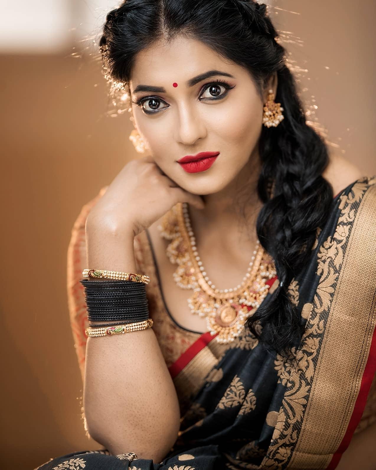 Reshma-Pasupuleti-latest-saree-photo-22