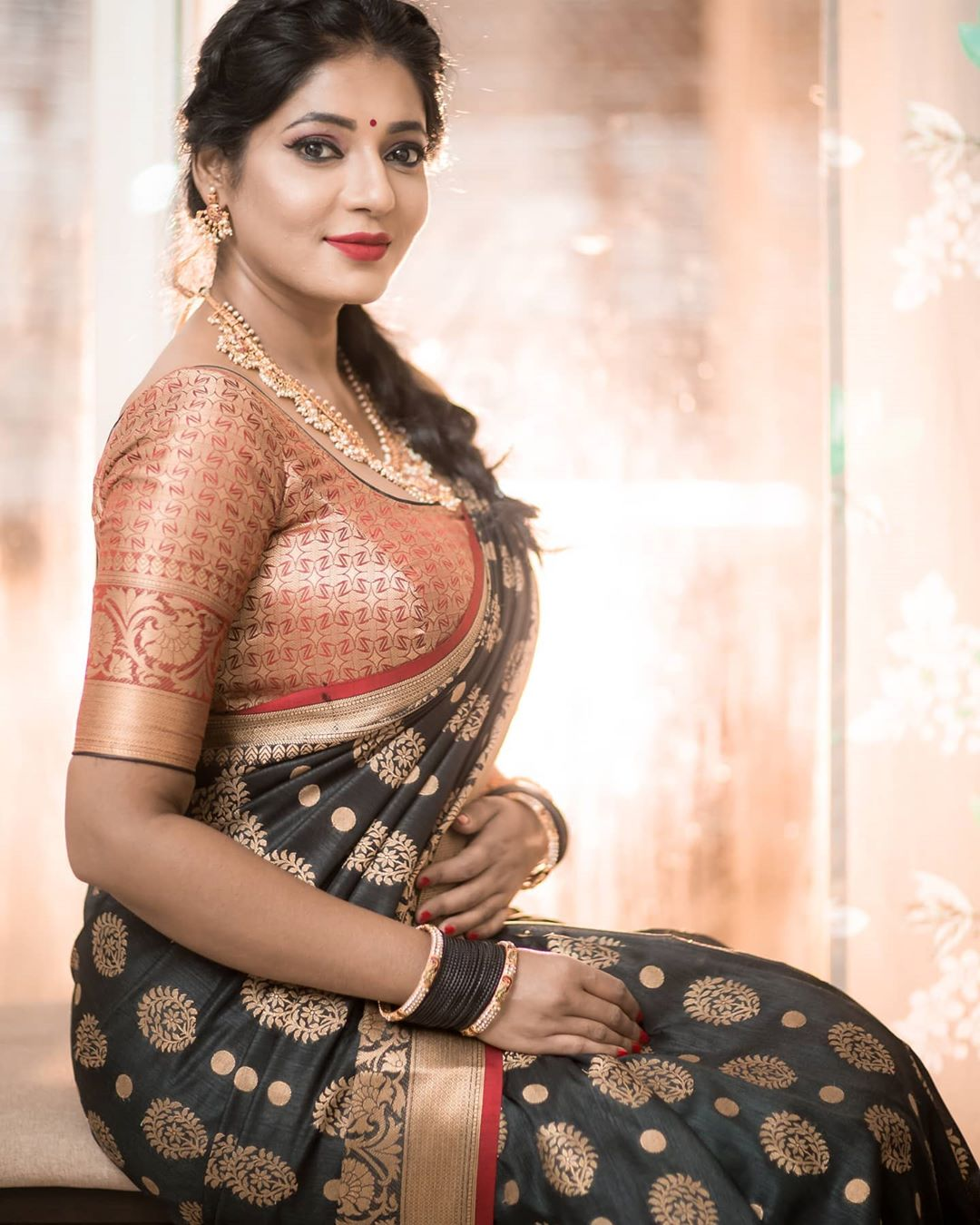 Reshma-Pasupuleti-latest-saree-photo-25