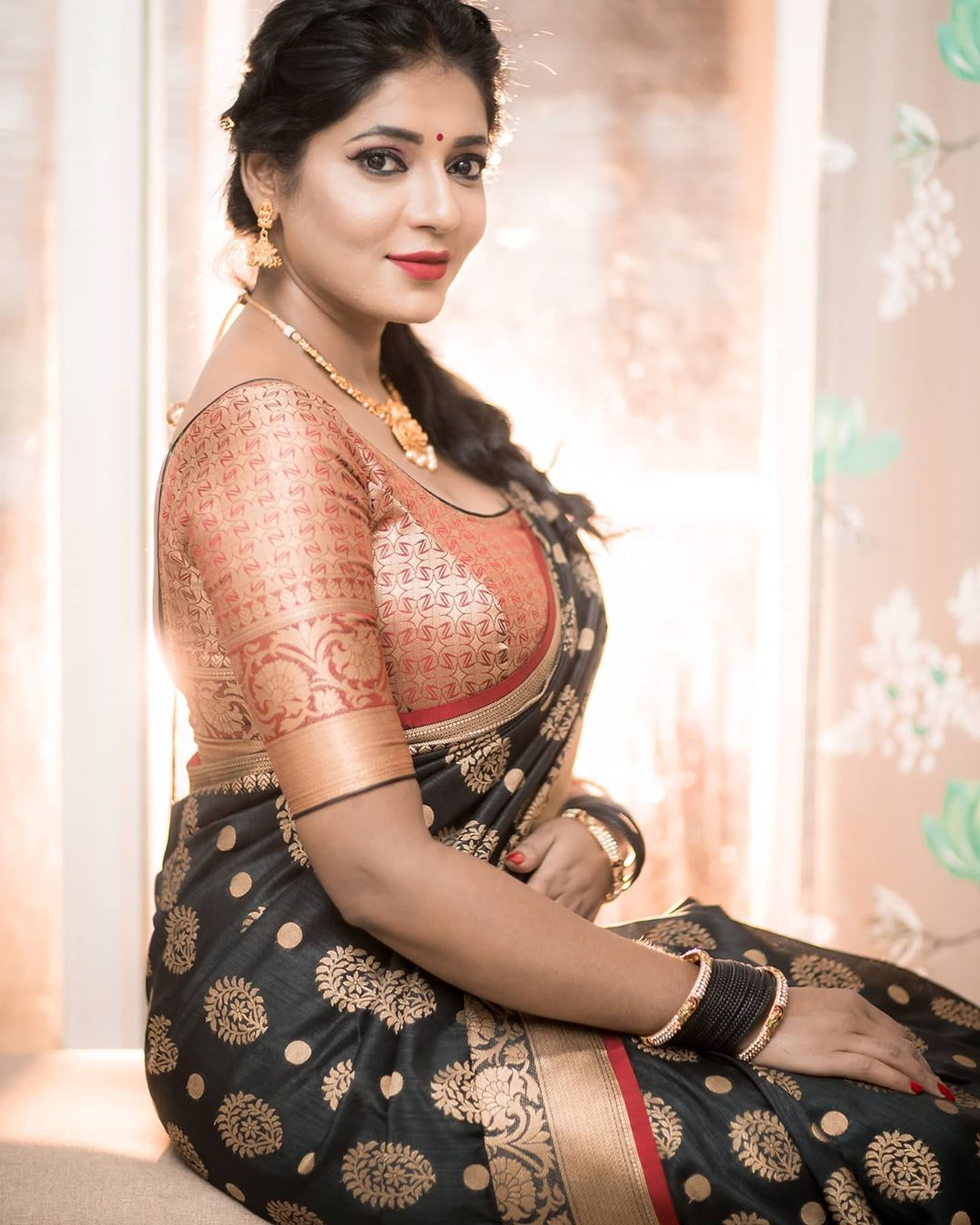 Reshma-Pasupuleti-latest-saree-photo-26