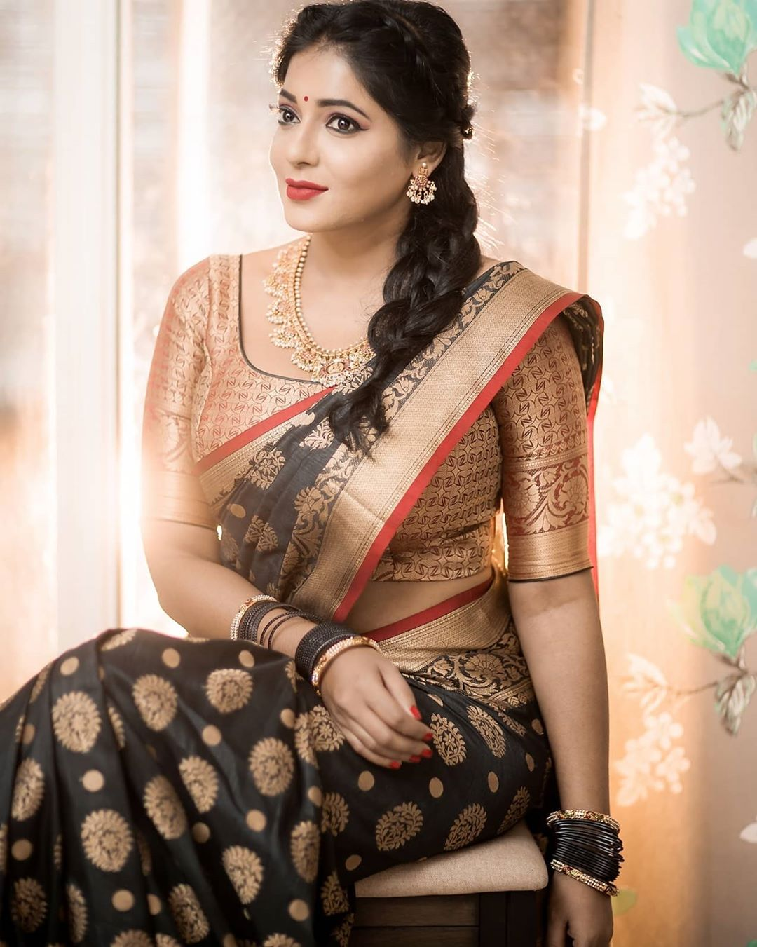 Reshma-Pasupuleti-latest-saree-photo-30