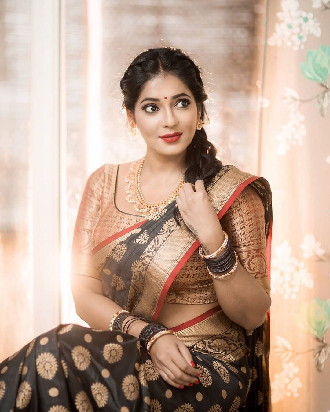 Reshma-Pasupuleti-latest-saree-photo-31