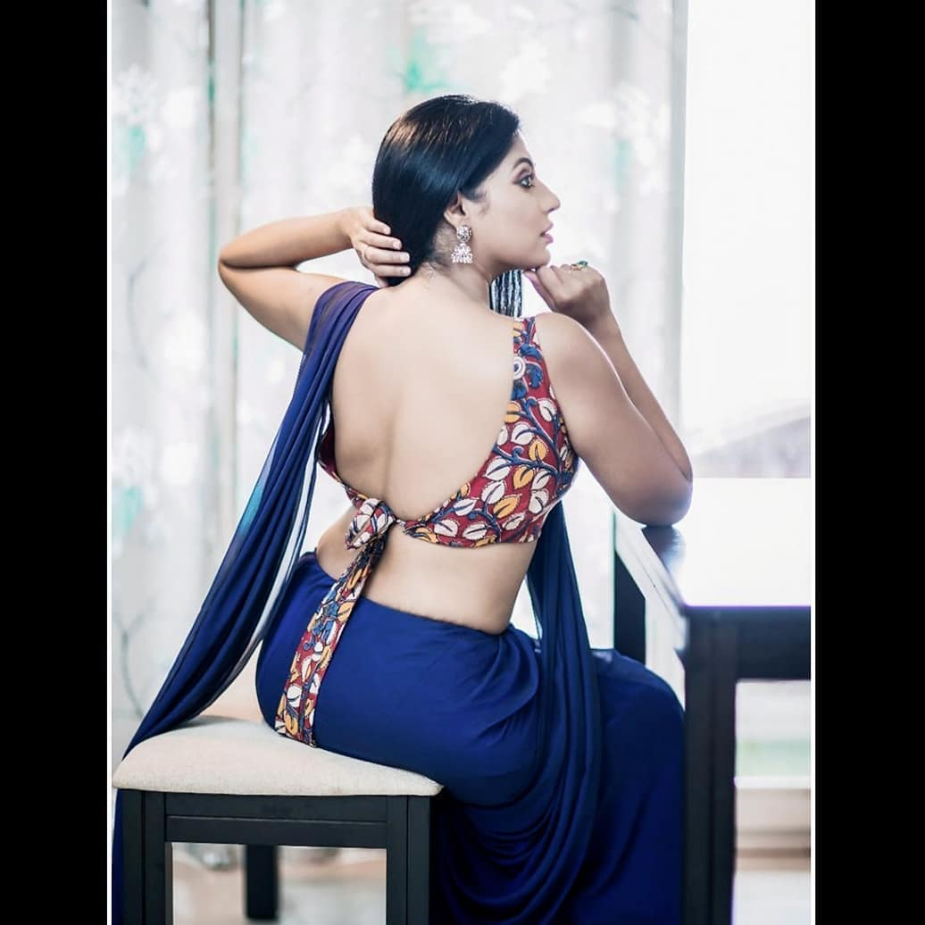 Reshma-Pasupuleti-latest-saree-photo-5
