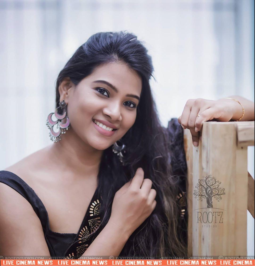 dhivya dhuraisamy homely saree photos (10)