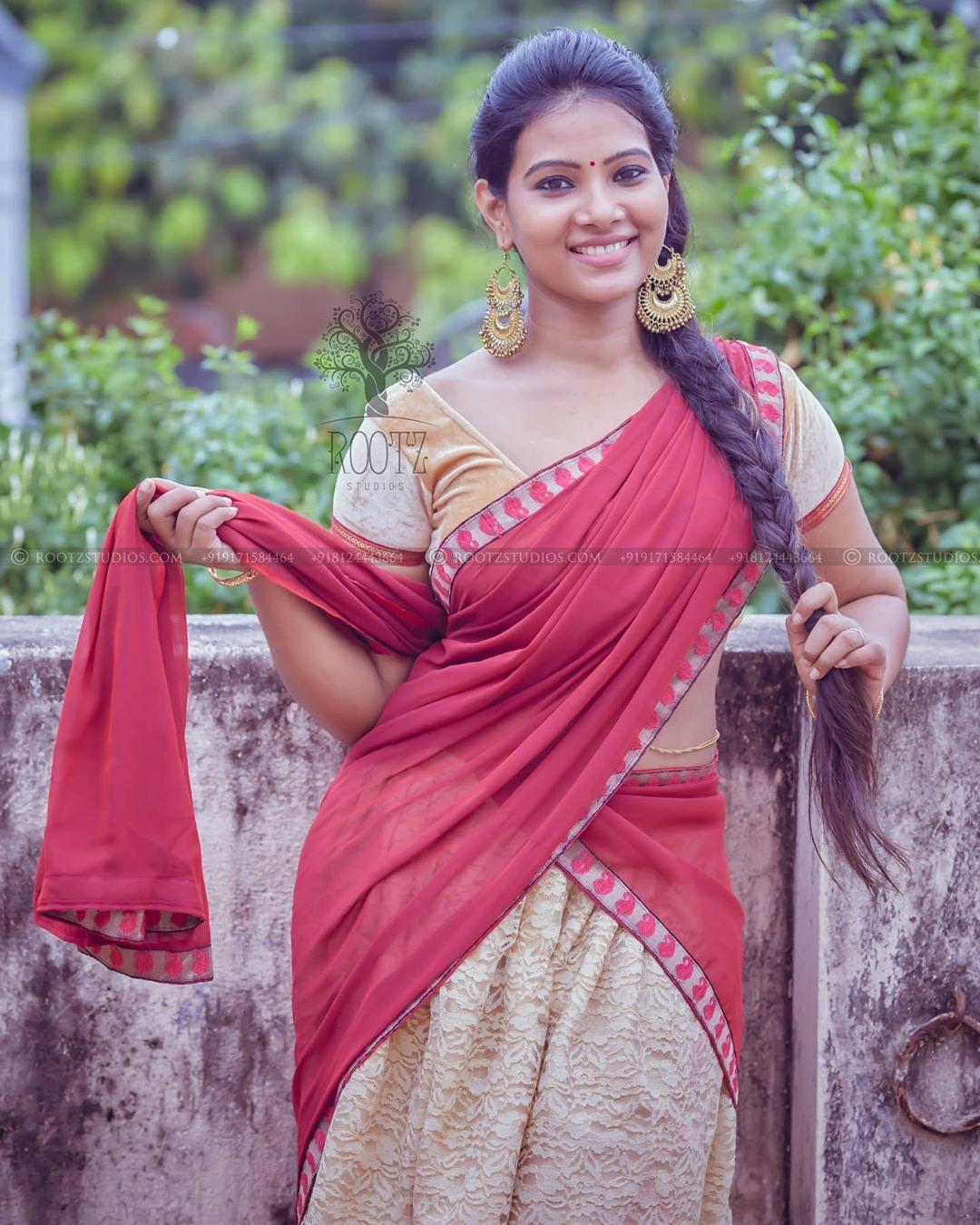 dhivya dhuraisamy homely saree photos (11)