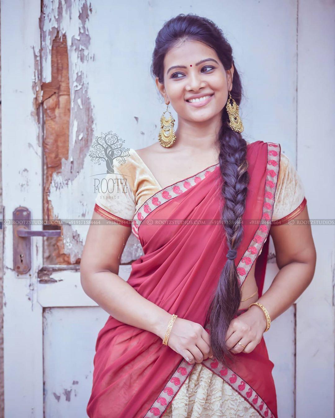 dhivya dhuraisamy homely saree photos (12)
