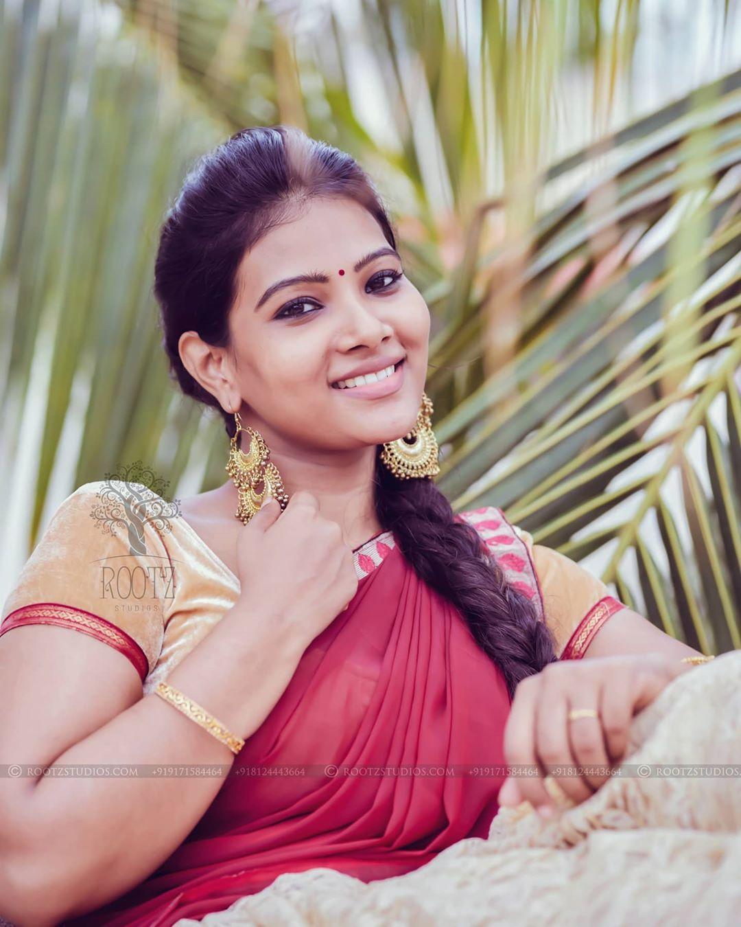 dhivya dhuraisamy homely saree photos (15)