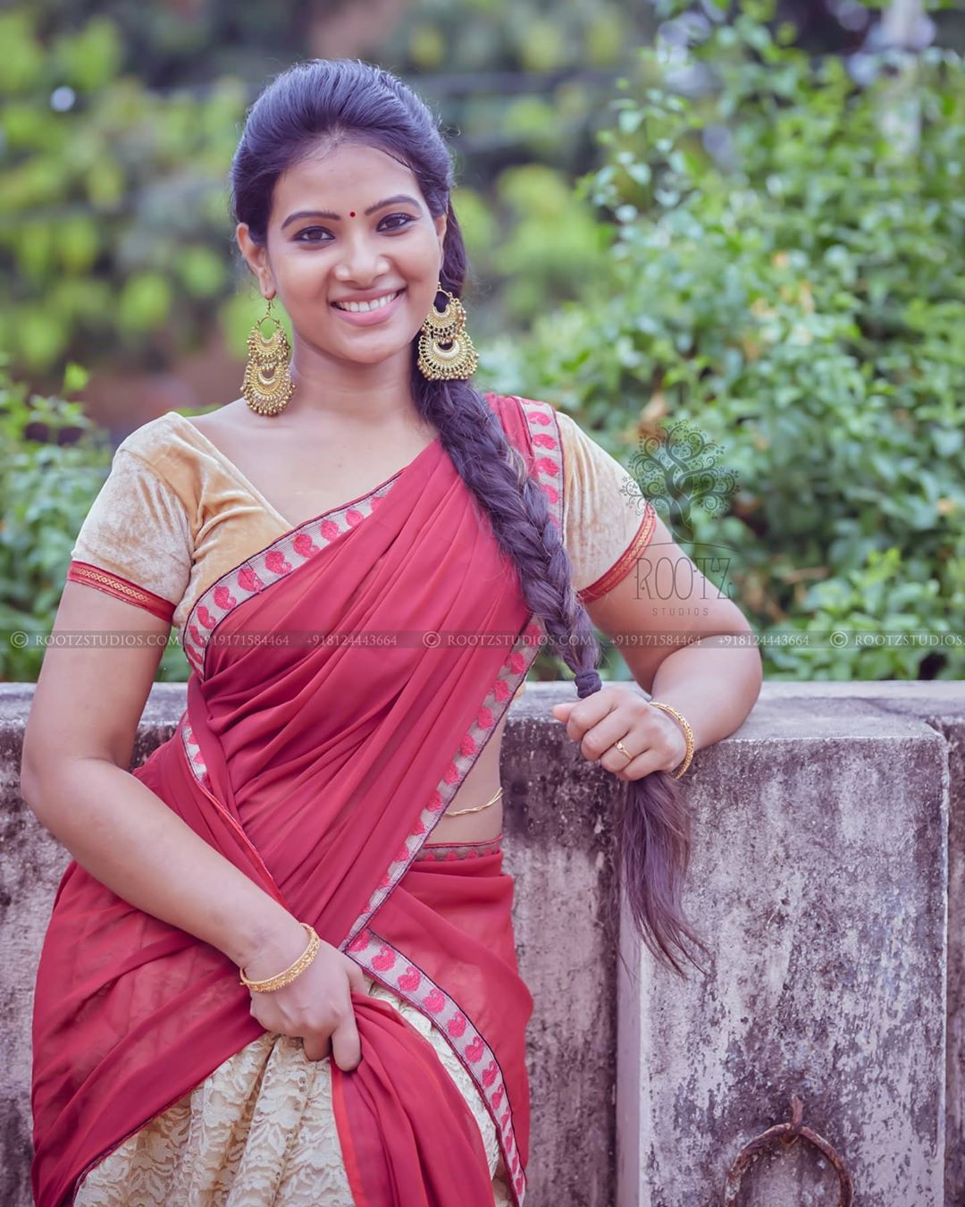 dhivya dhuraisamy homely saree photos (16)
