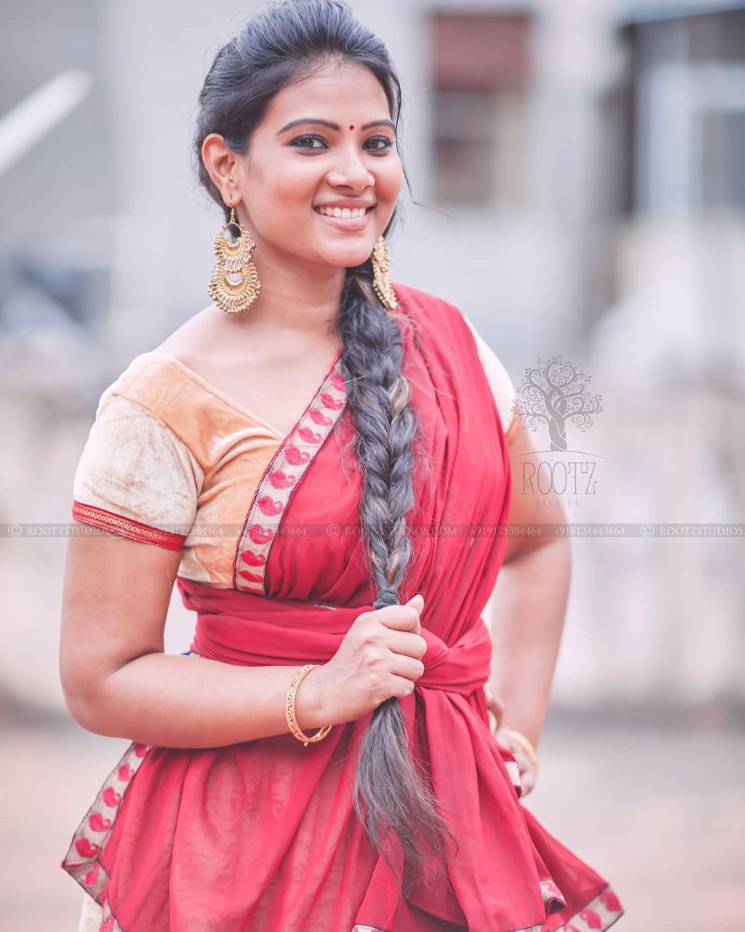 dhivya dhuraisamy homely saree photos (18)