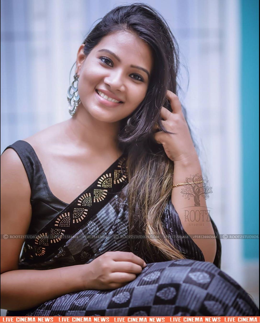 dhivya dhuraisamy homely saree photos (2)