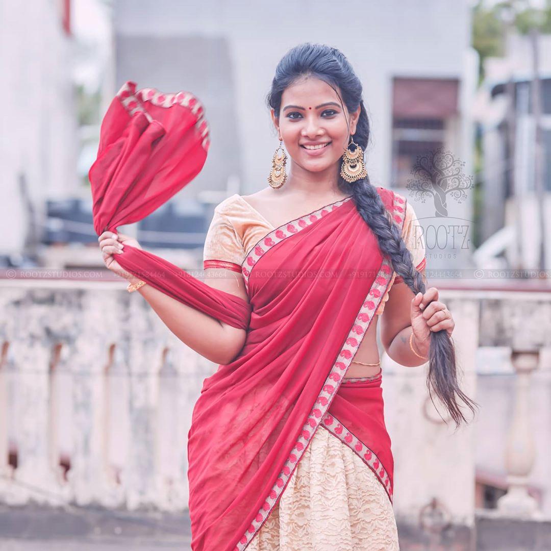 dhivya dhuraisamy homely saree photos (20)